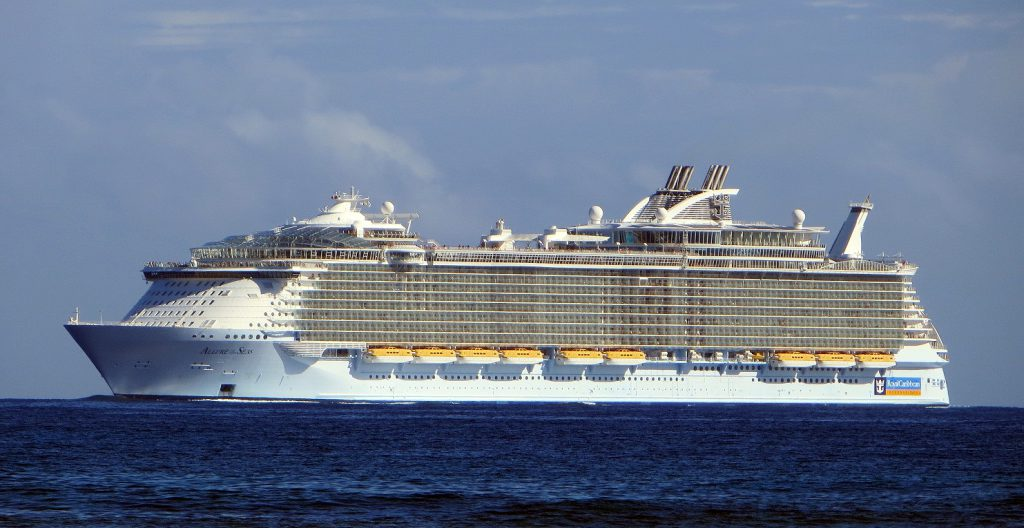 allure_of_the_seas_ship_2009_001