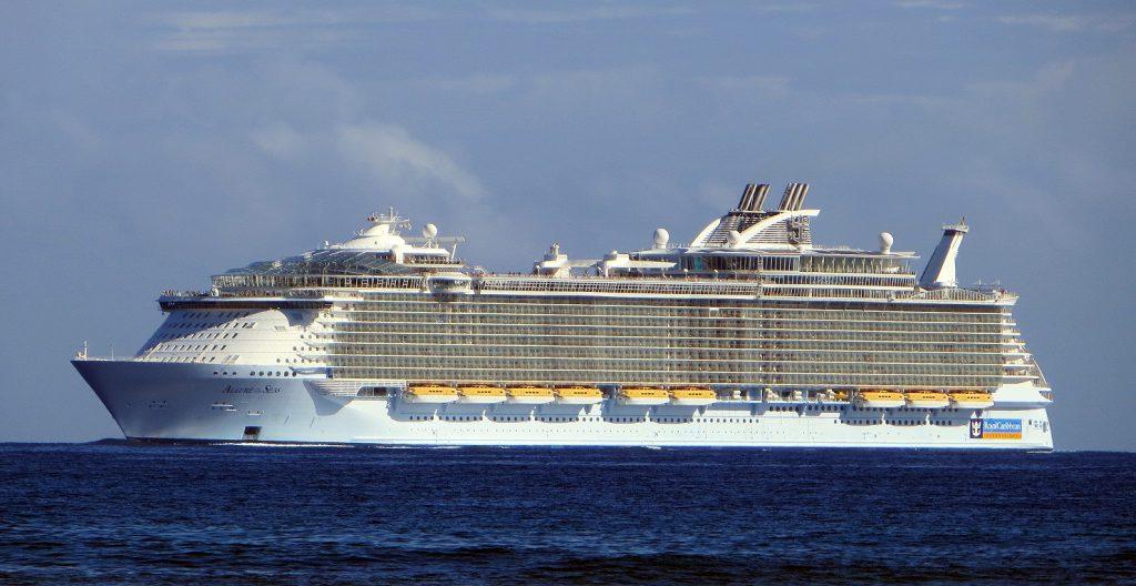 allure_of_the_seas_ship_2009_001
